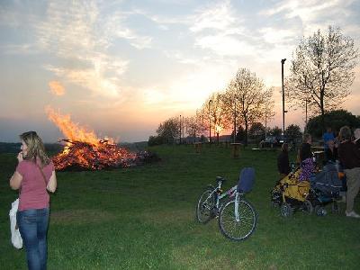 Das Bild Osterfeuer2011DSC_0292.JPG vergrössern
