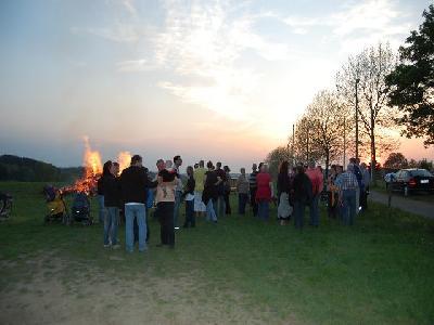 Das Bild Osterfeuer2011DSC_0297.JPG vergrössern