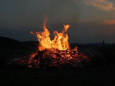 Das Bild Osterfeuer2011DSC_0313.JPG vergrössern